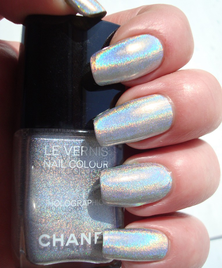 LOVE | CHANEL Holographic nail polish | Fashion-esque